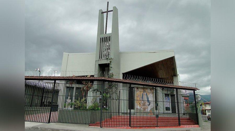 Roban casa parroquial y amenazan con puñal a sacerdote en Costa Rica