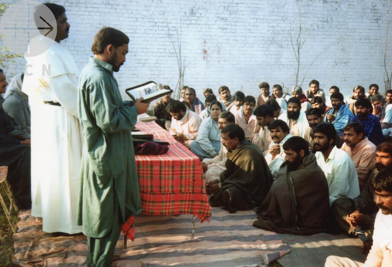 Musulmanes atacan un barrio cristiano en Pakistán