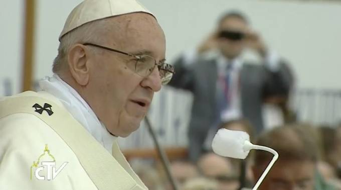 Intereses oscuros siguen devastando Siria, denuncia el Papa Francisco
