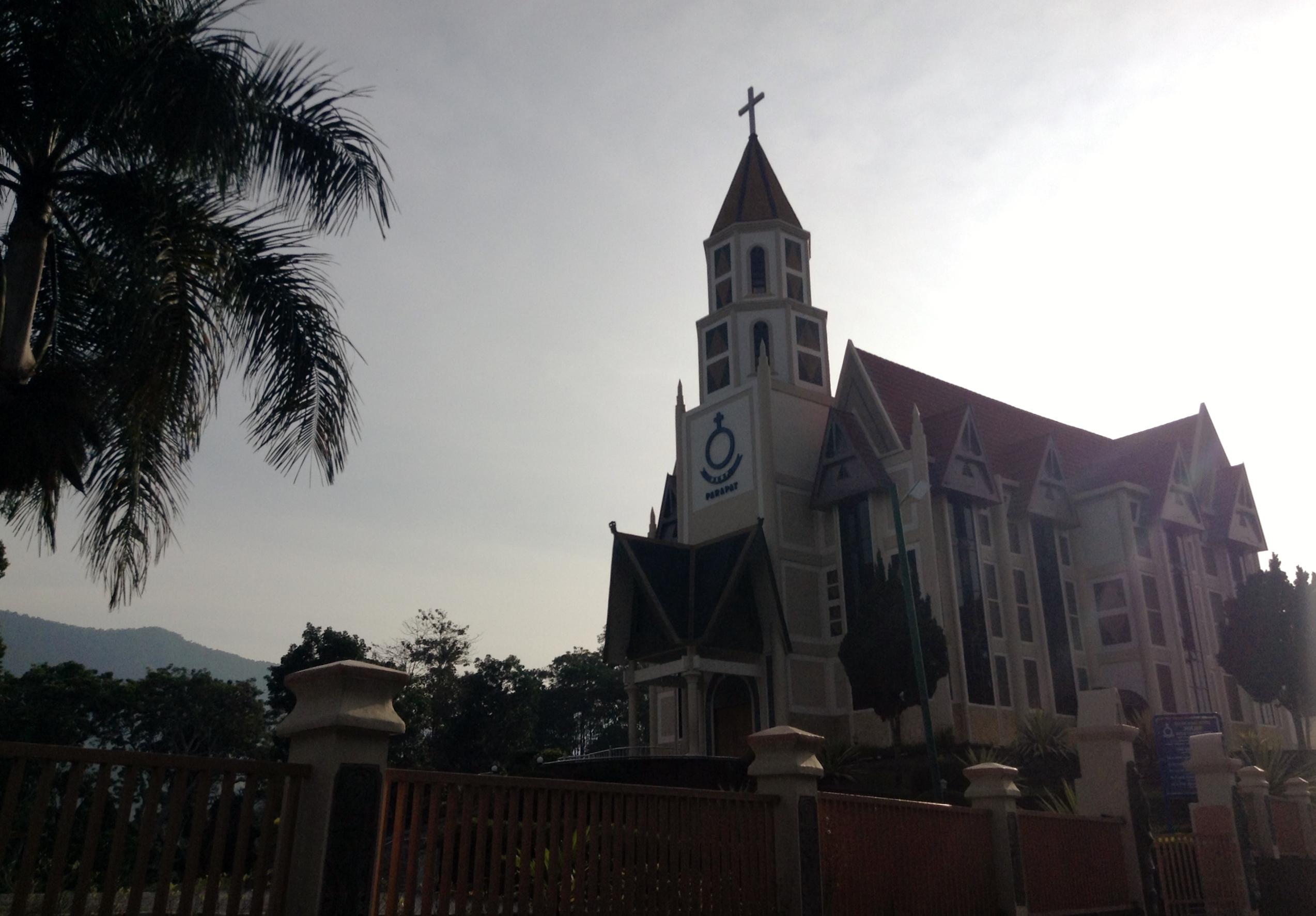 Radicales islámicos contra una iglesia protestante en Indonesia: No tienen el permiso para construir
