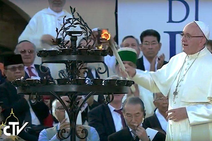 Urge cesar las violencias, dice el Papa en Asís