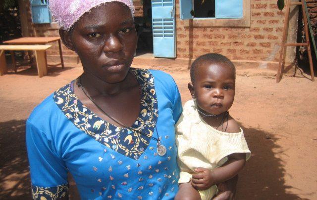 BURKINA FASO / DEDOUGOU 16/00185 Aide d'existence en faveur du Centre de filles-mères ND de la Visitation, Association Yorosin, Dédougou (2015-2016)