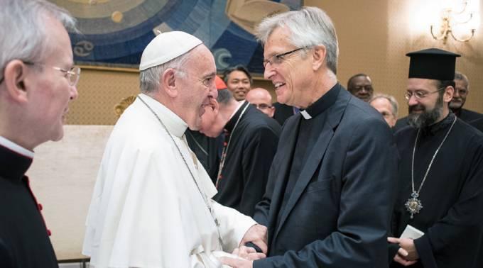 El Papa saluda a los representantes del encuentro. Foto: L'Osservatore Romano
