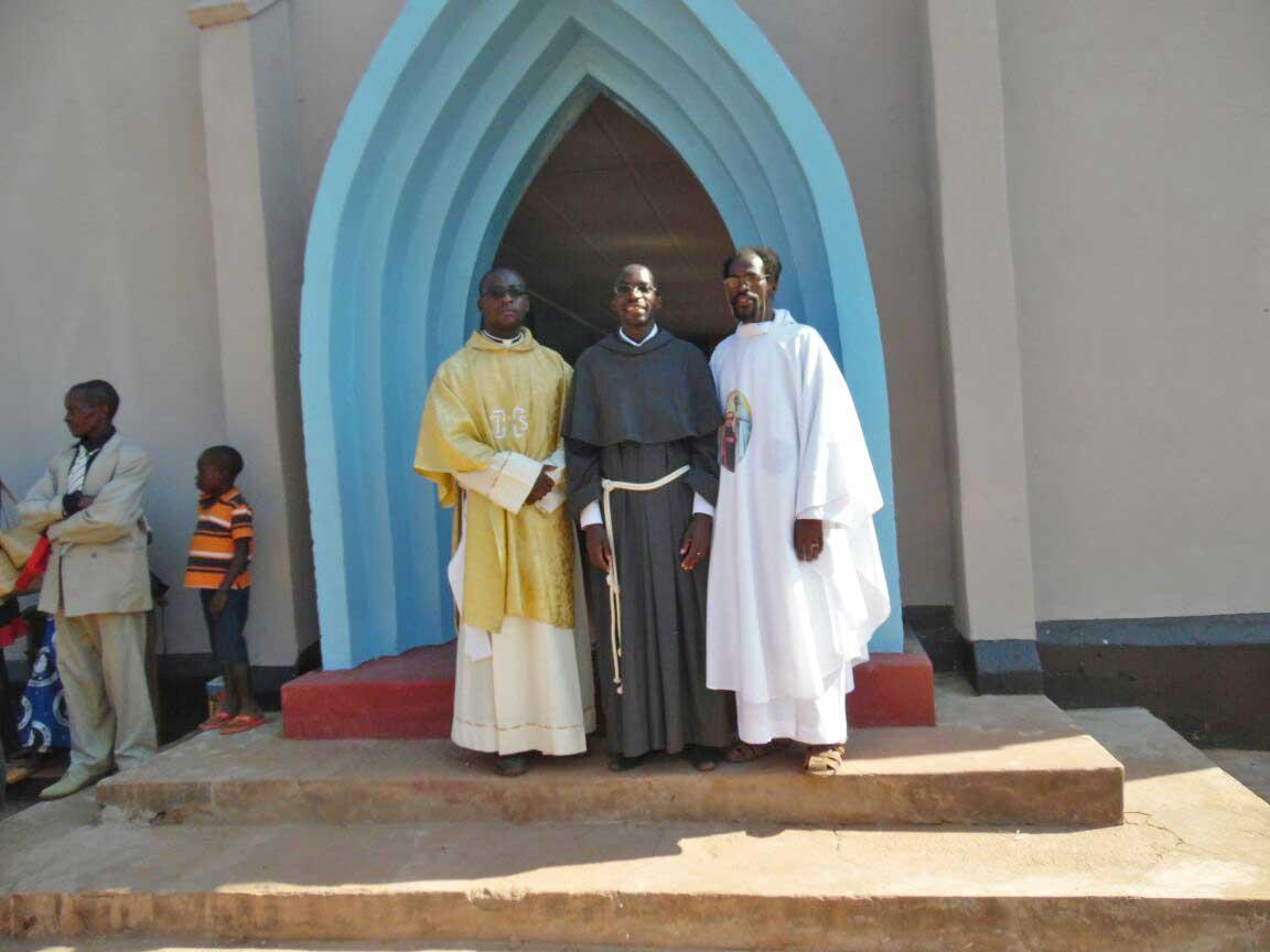 Un nuevo tejado para la Iglesia de la Virgen del Consuelo en Angola
