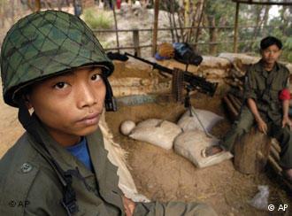 Buscan rescatar a niños soldados en Birmania