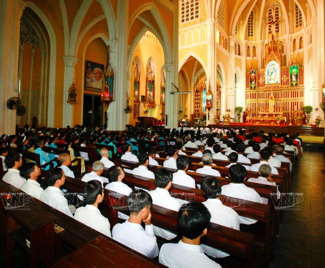 Vietnam aprueba ley contra la libertad religiosa