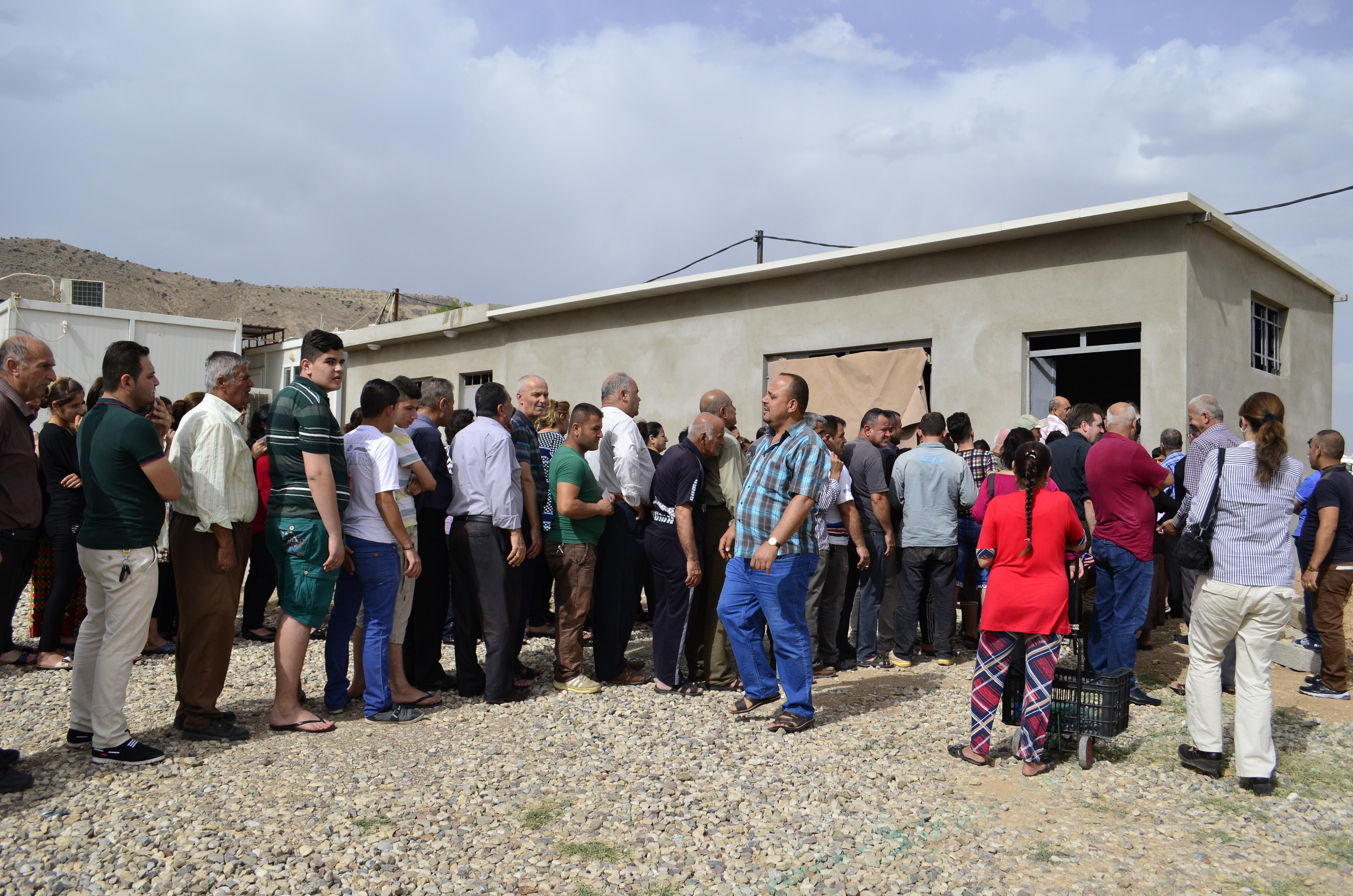 Ayudar a países que acogen a refugiados pide el Papa Francisco