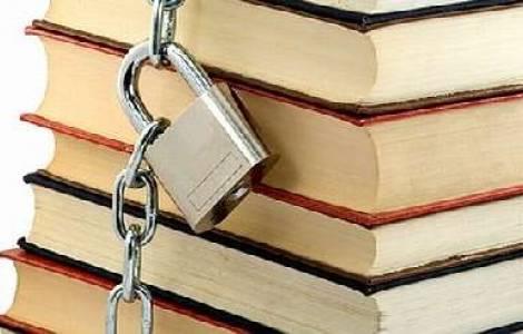 Incautan libros de lectura religiosa