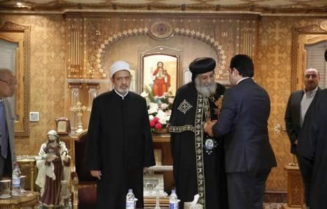 Se encuentran el imán de Al Azhar y el Patriarca Tawadros luego del atentado en El Cairo