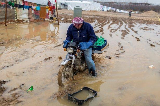 El frío acecha a los refugiados en el Líbano