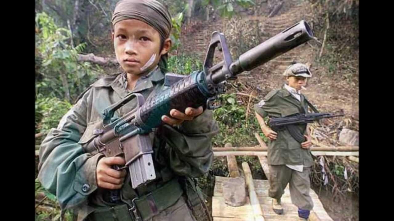 Erradicar del mundo la plaga de los niños soldados, pide el Papa