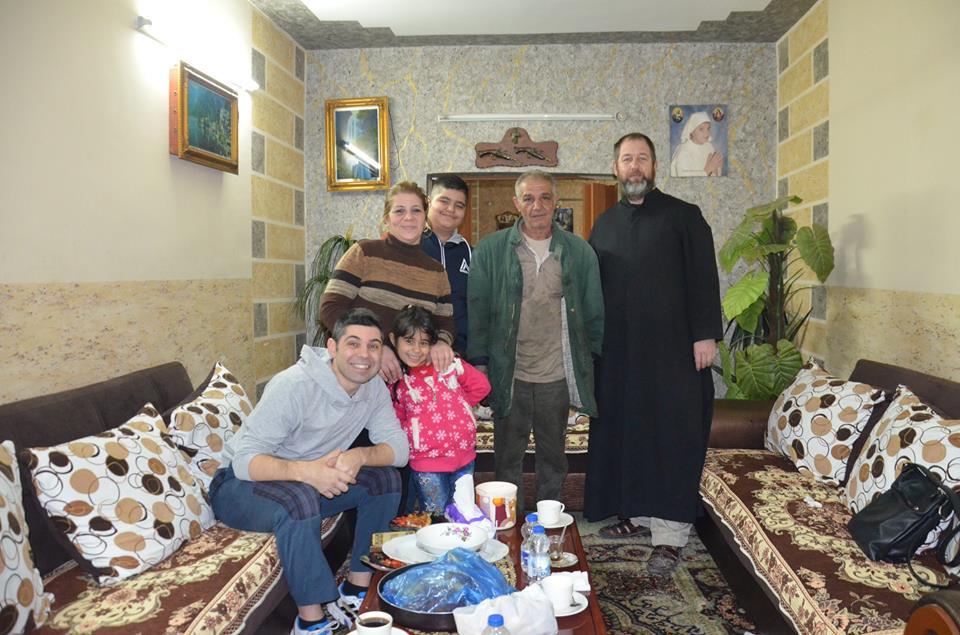 Visita mago la casa de Kristina, la niña irakí que perdió la vida en atentado del 2010