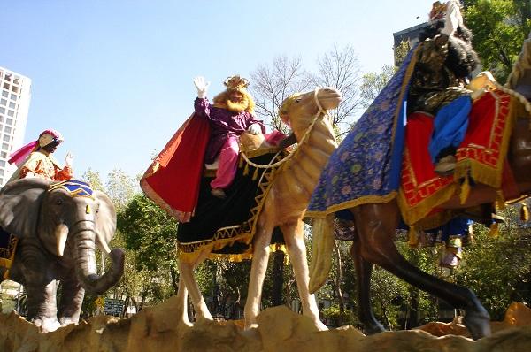 Reyes Magos cabalgan por las personas refugiadas