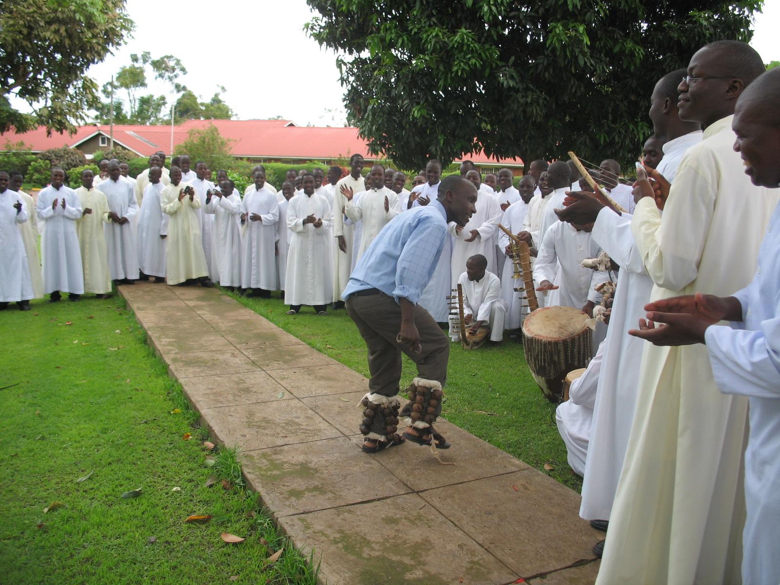 Proyecto de mes: Ayuda a la formación de 46 futuros sacerdotes de la diócesis de Nebbi, Uganda