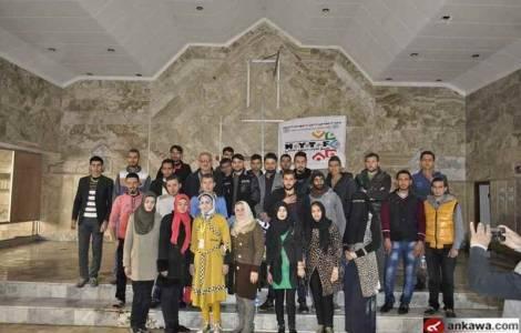 Voluntarios musulmanes limpian Iglesia Caldea en Mosul