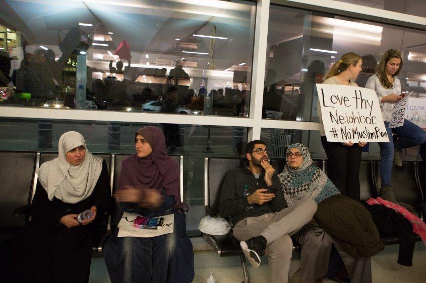 Obispos de EU piden no cerrar fronteras a refugiados en EEUU