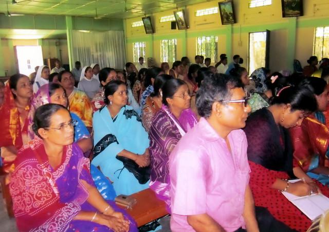 Sigue la ola violencia contra cristianos en Bangladés