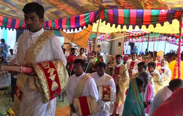INDIA / NATIONAL-ASIA 3 15/03013 Formation 40 Major Seminarians at Holy Trinity Major Seminary, Nadipalli, Missionaries of Faith, MF - Province of St. Peter  (2015-2016): Ordination mass