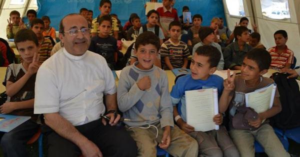Sacerdote que acoge a cristianos perseguidos encabeza lista de Héroes de CNN