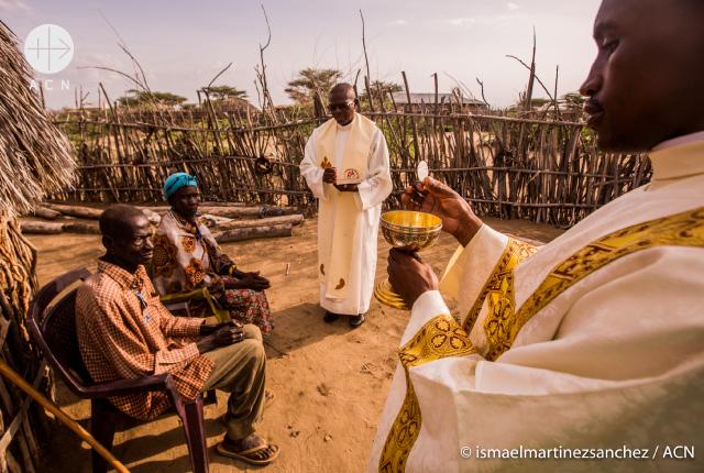 Catequista da testimonio de conversión en Burkina Fasso