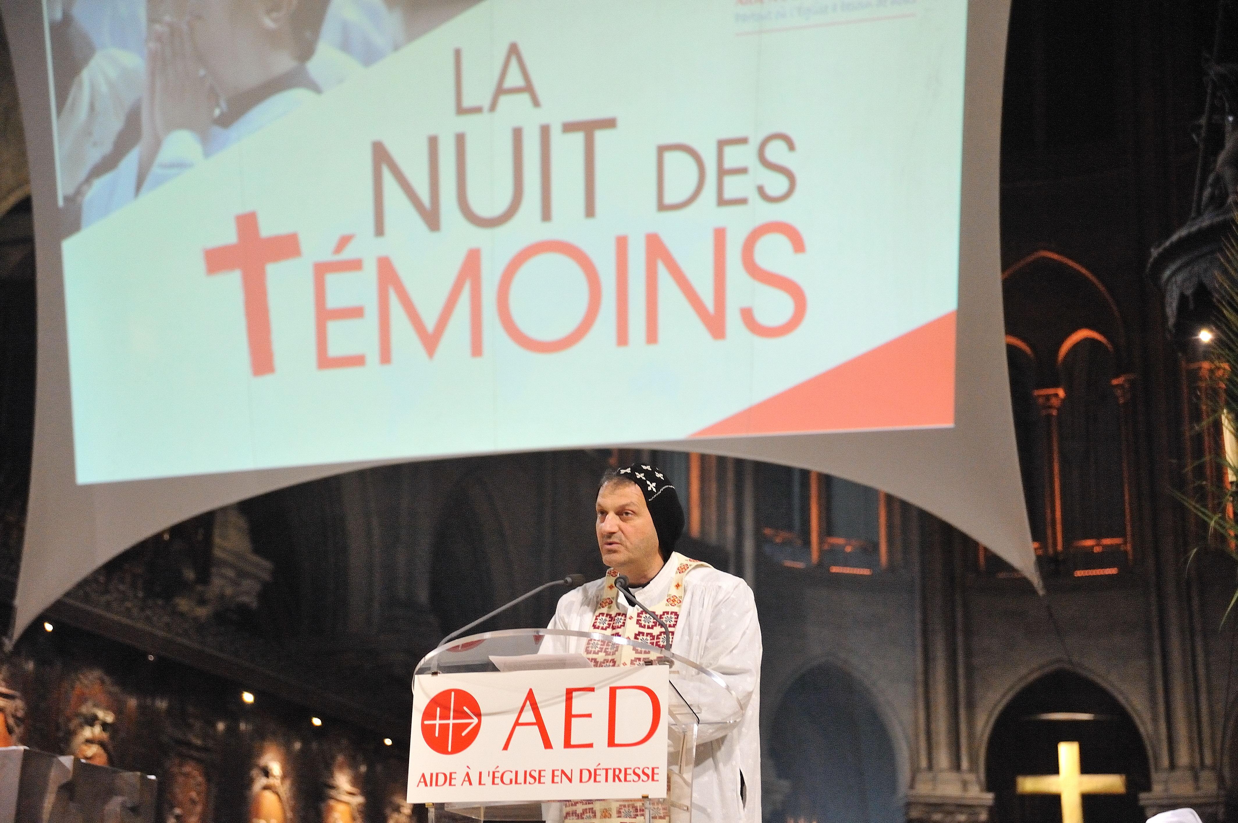 El padre Mourad y su testimonio durante la Noche de los Testigos