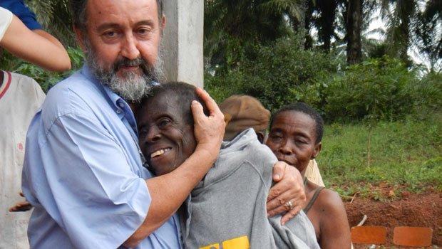 Rebrote de violencia en Centroafrica: Mons. Aguirre hace de escudo humano para proteger a musulmanes