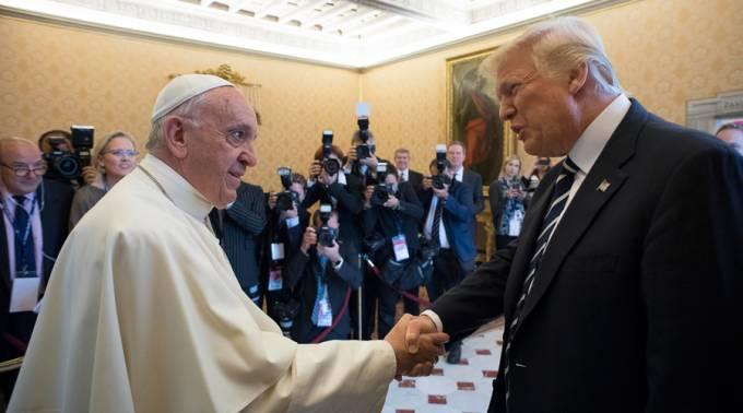 """El Papa invita a Trump a cultivar la paz, """"Amoris Laetitia"""" y """"Laudato Si"""", los regalos"""