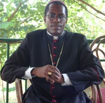 Piden investigar muerte de obispo en Camerún