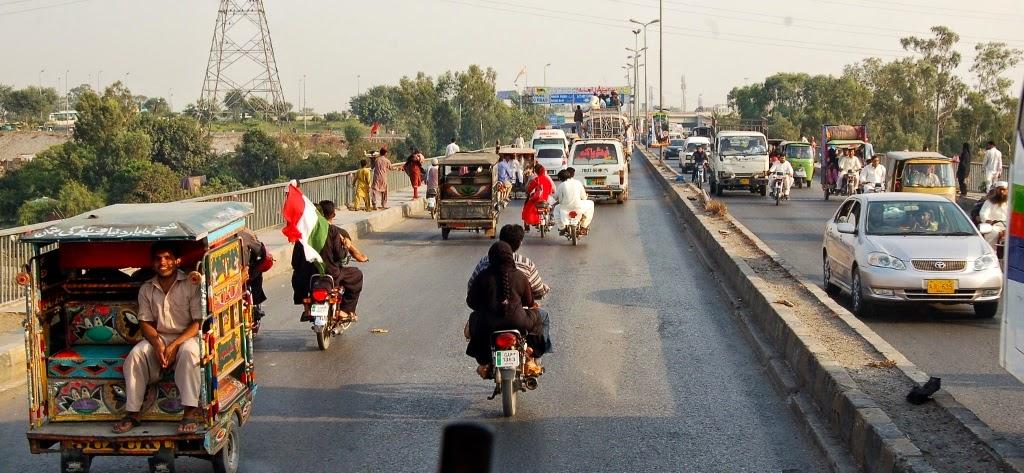 Condenan a muerte por blasfemia en redes sociales a pakistaní