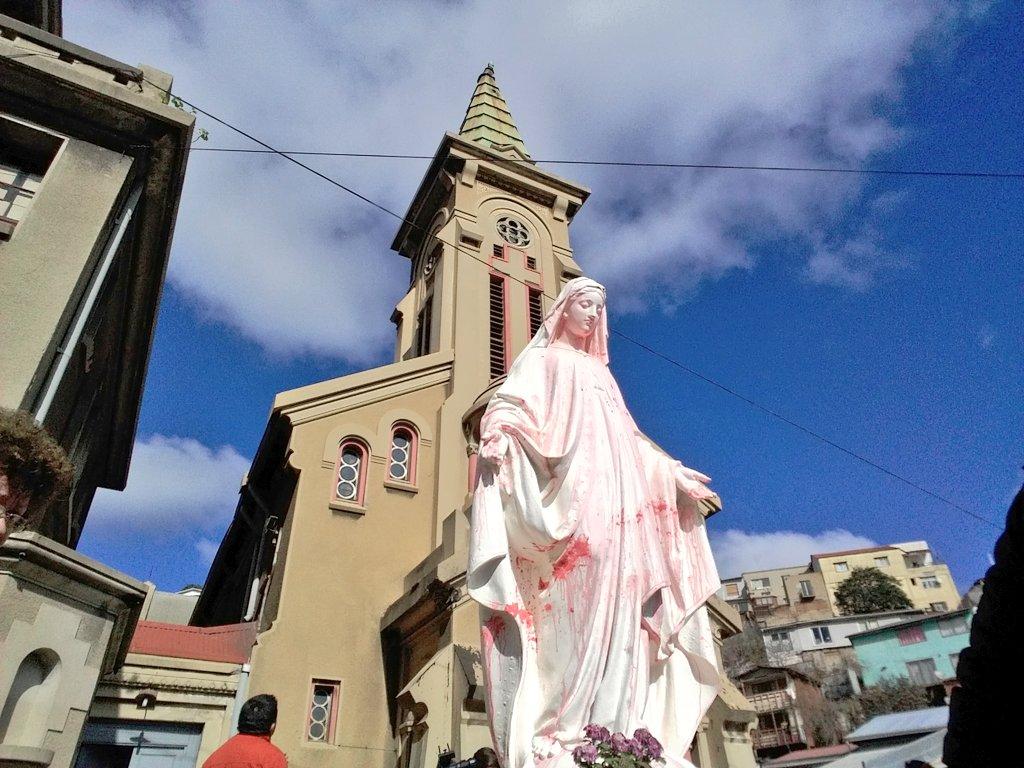 En Chile atentan contra capilla