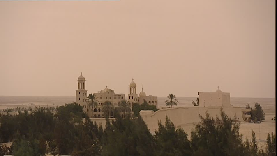 Donan a mezquita e Iglesia dinero destinado a familiares de víctima de terroristas
