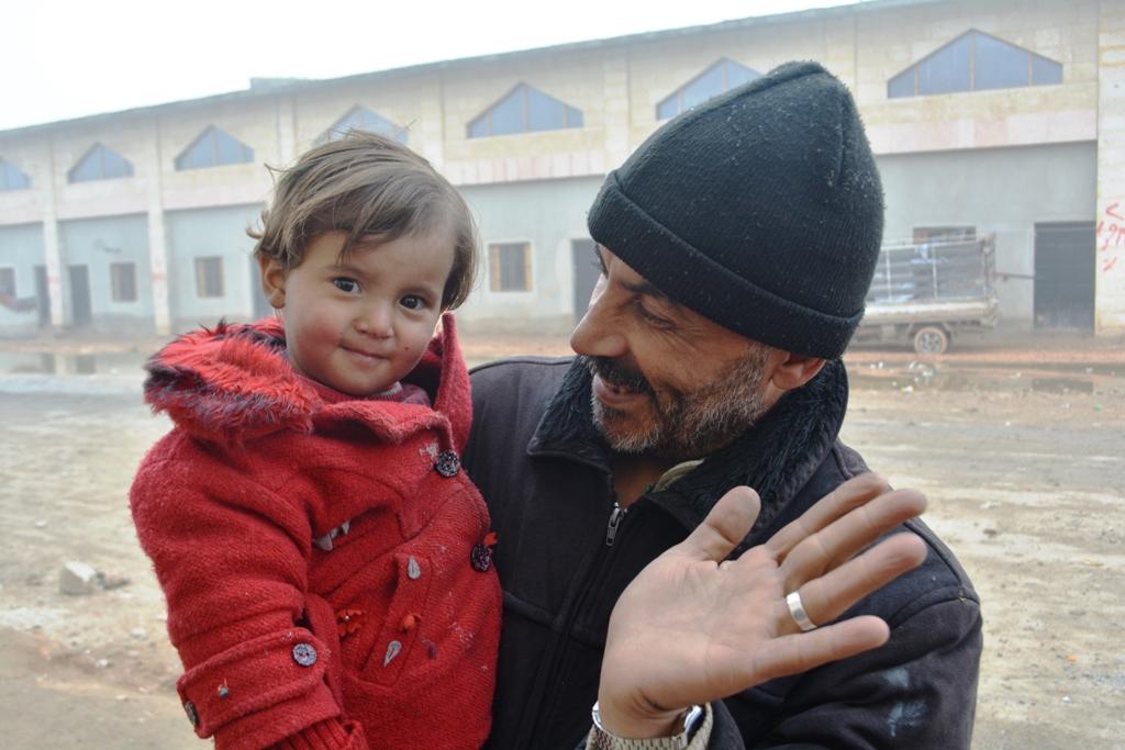 Alepo regresa a la vida, aún depende de ayuda en emergencia