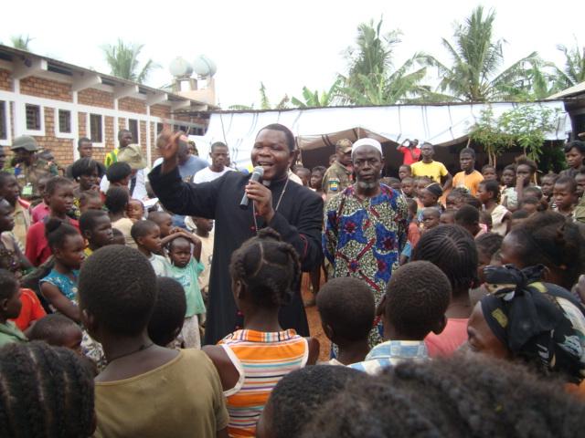 Intentamos desarmar la cabeza y el corazón: Cardenal de Bangui