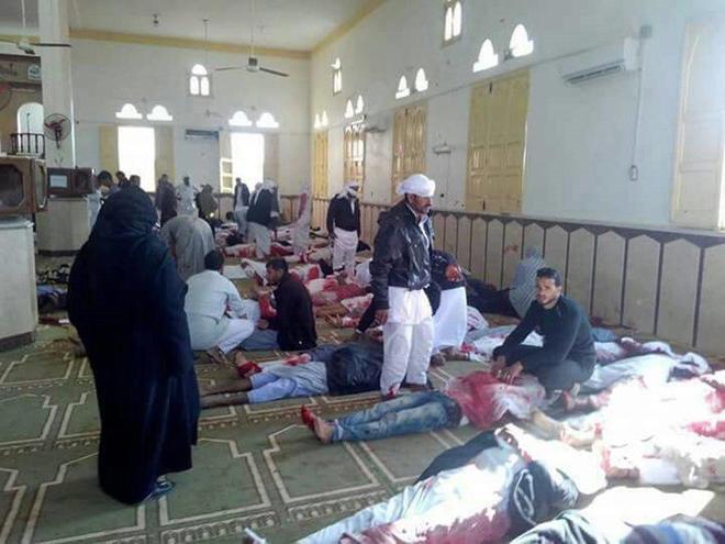 Ataque en mezquita egipcia deja 235 personas muertas
