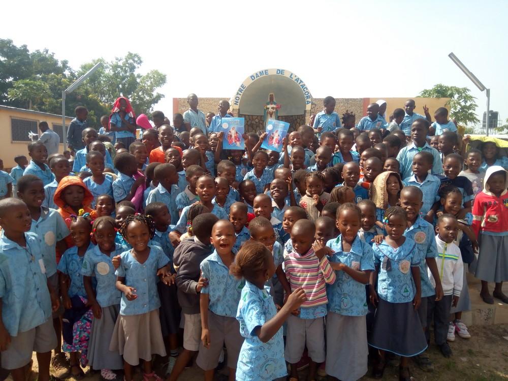África: Niños de escuelas católicas rezan por la paz en el mundo