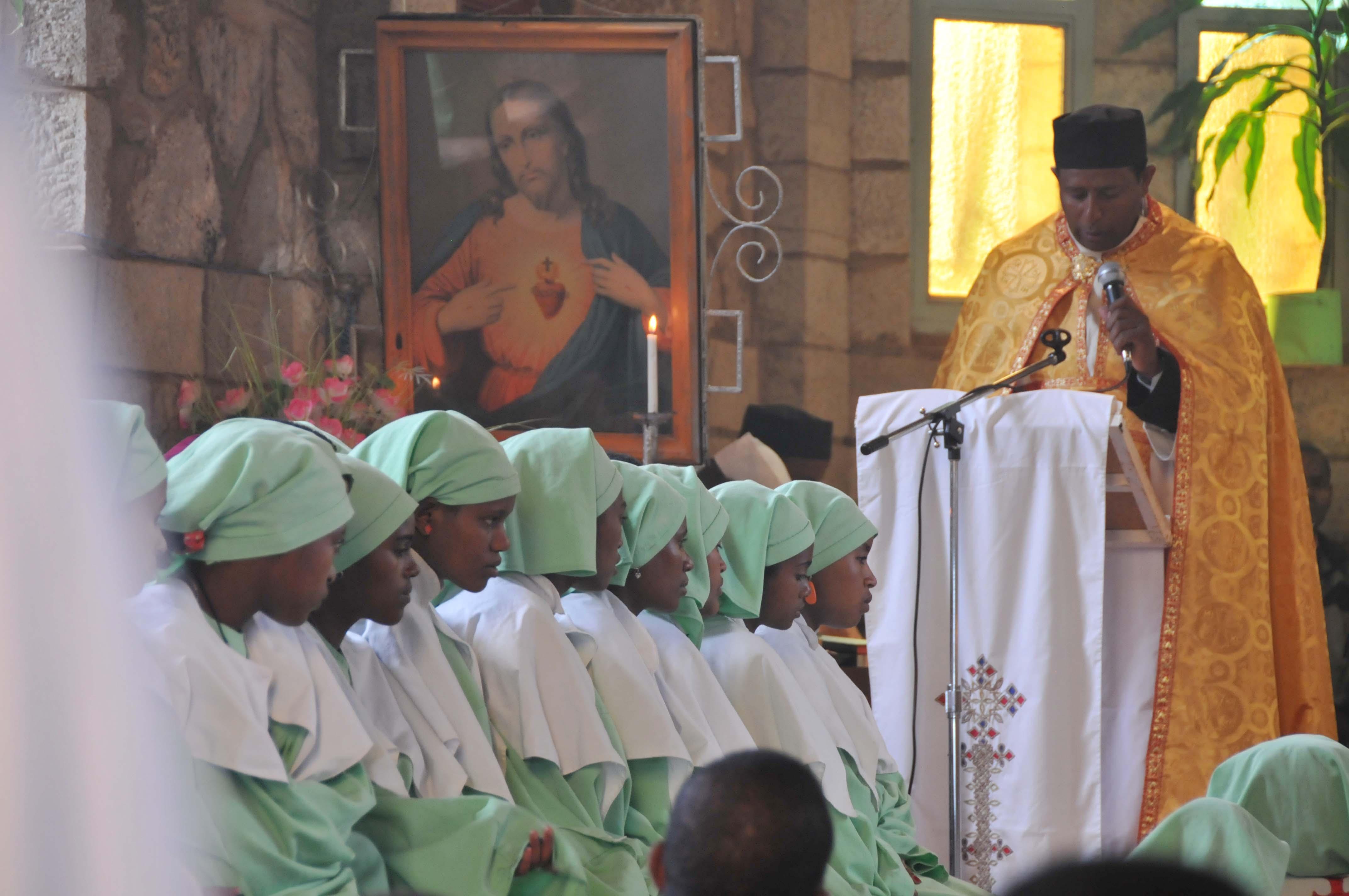 En vacaciones religiosas y seminaristas darán catequesis a niños y jóvenes en Etiopía