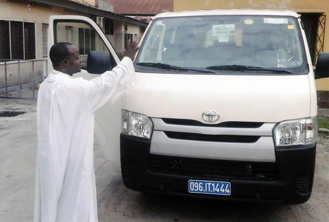Historia de éxito: Un minibús para los Dominicos de Kinshasa