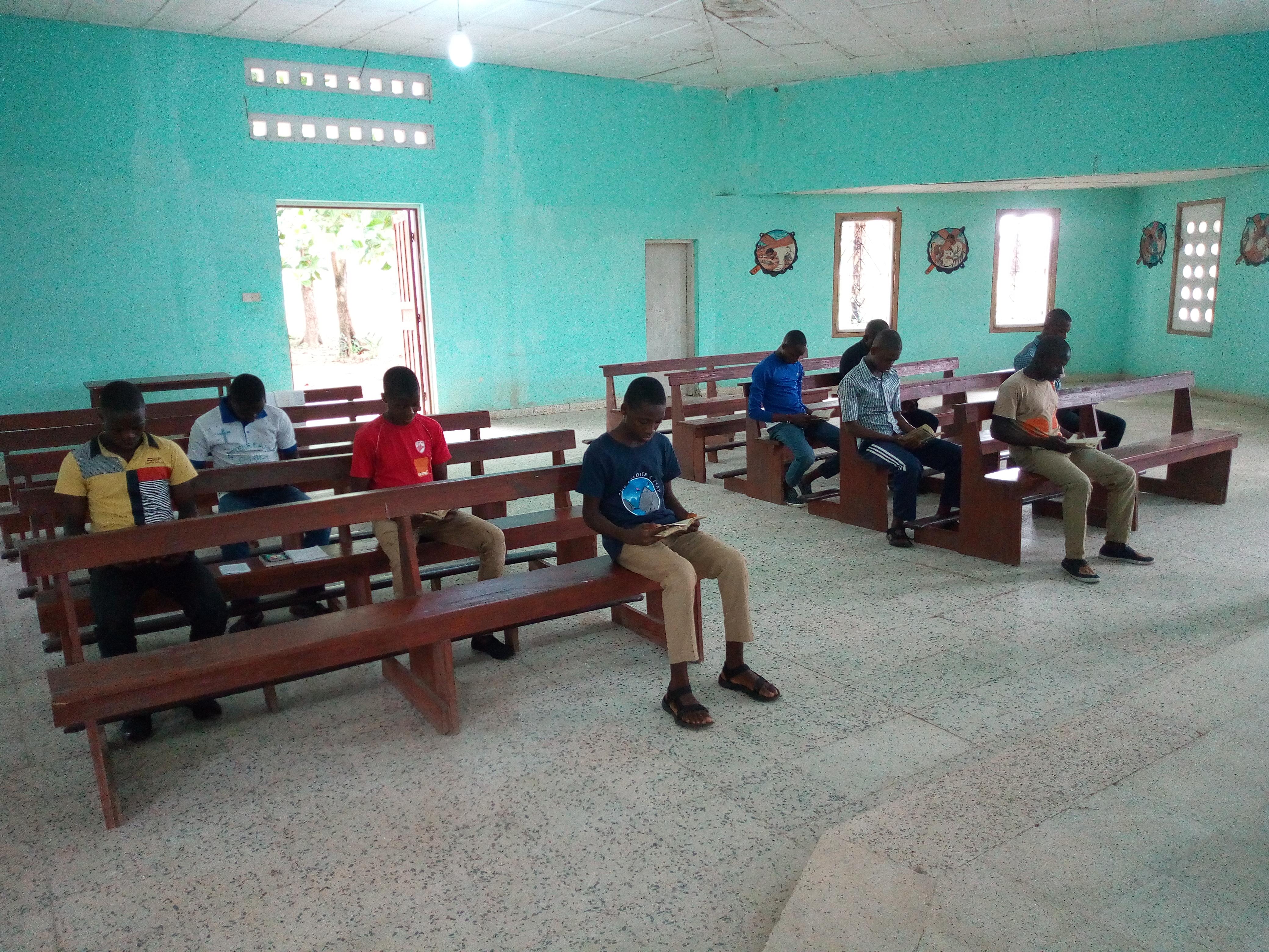 Proyecto: Libros de enseñanza para el seminario menor de la Diócesis de Makeni, Sierra Leona