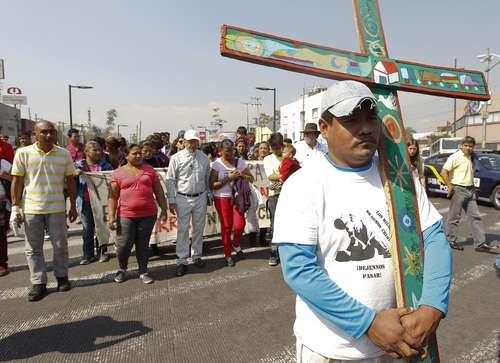 Realizan en México Viacrucis migrante