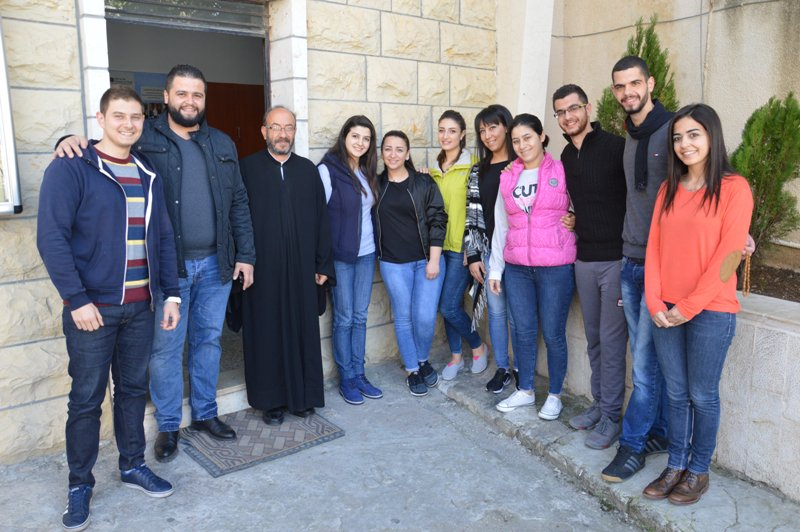 Jóvenes voluntarios coordinan la ayuda a 2 000 familias desplazadas por la guerra en Siria