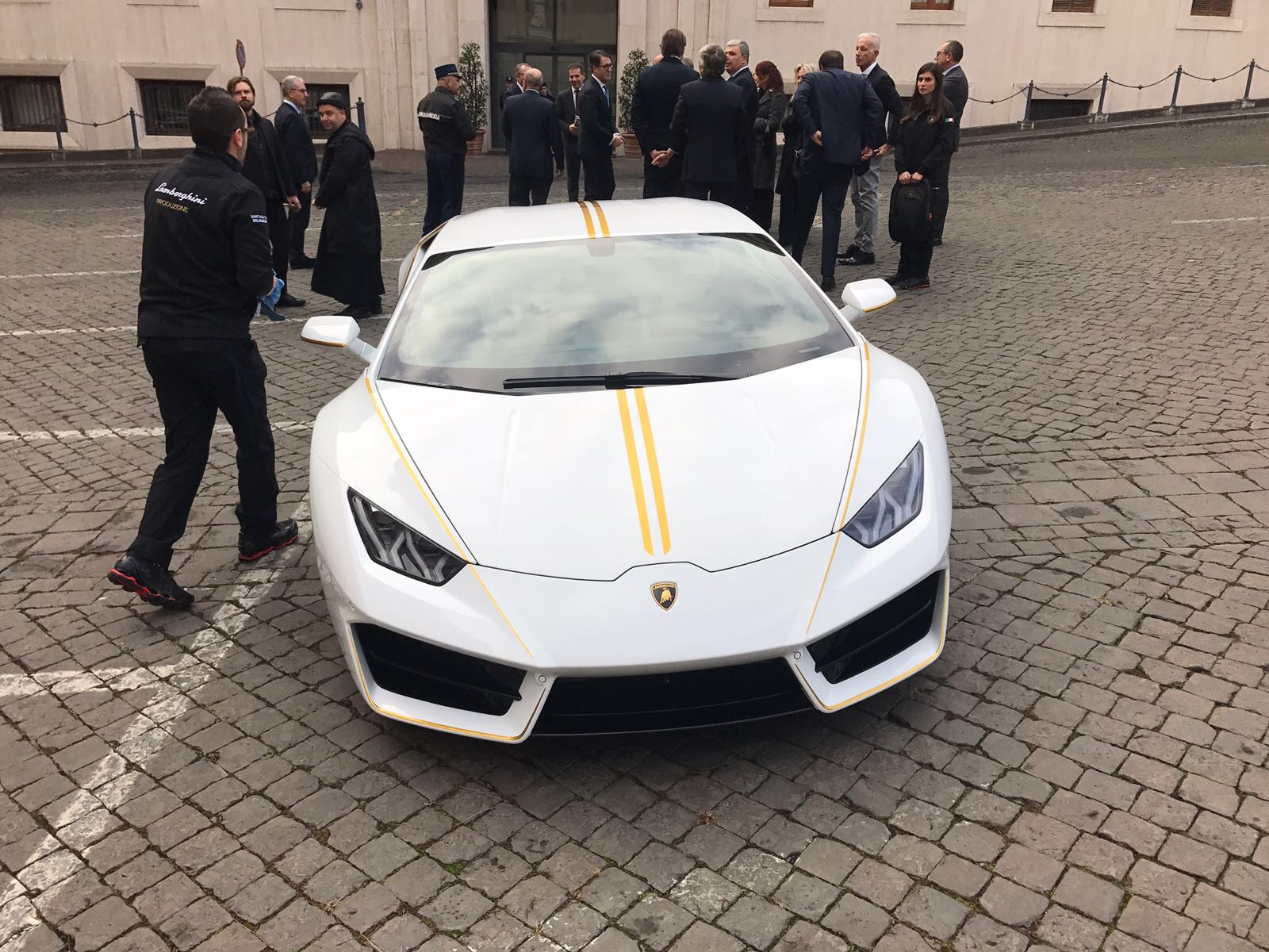 Agradece Patriarca Sako la donación del Papa Francisco de subasta de Lamborghini