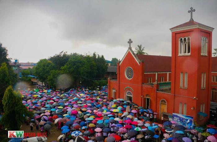 En Myitkyina, Birmania miles de católicos marchan por la paz y por los desplazados usados como escudos humanos