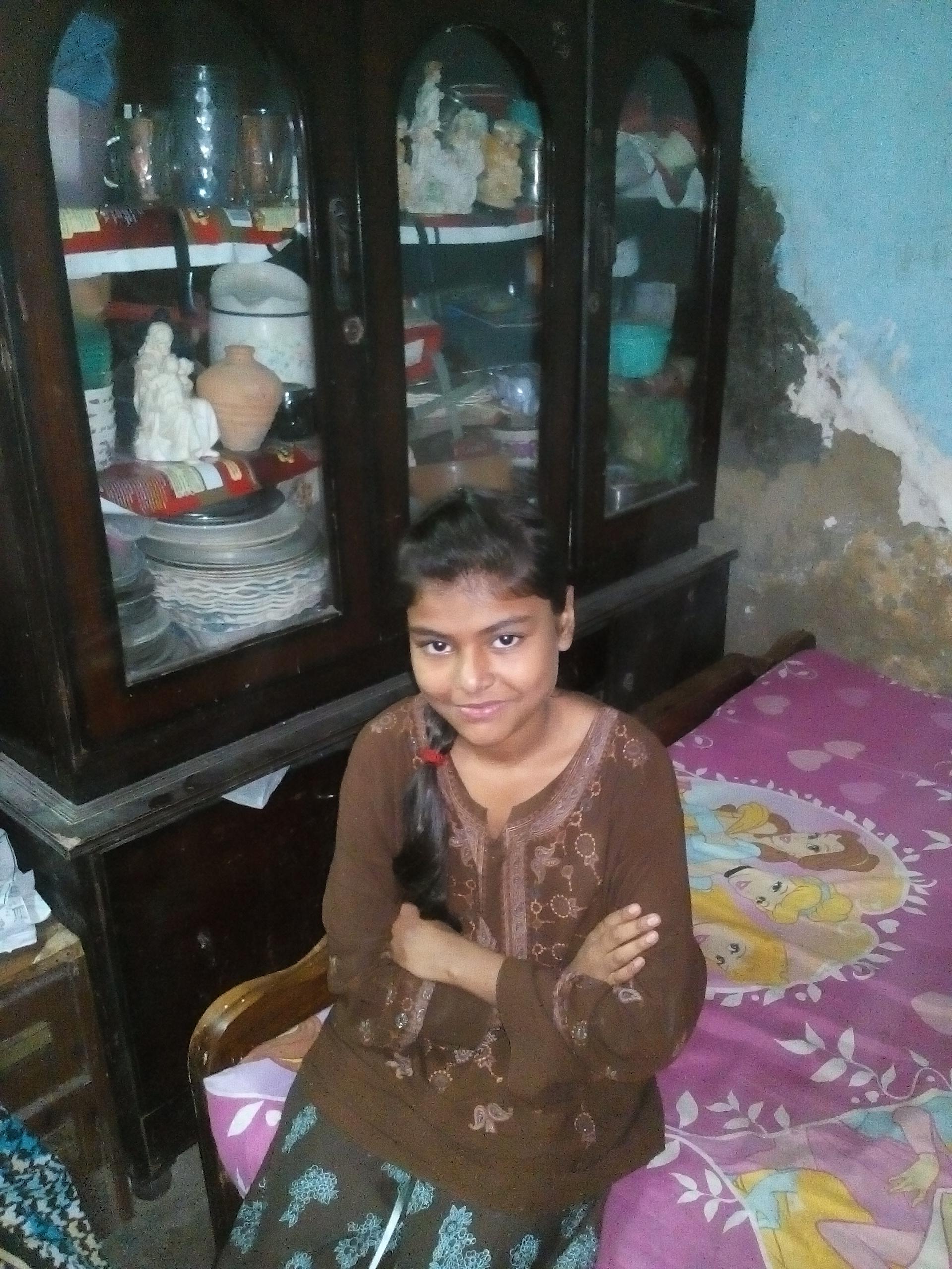 Dolly, una niña pakistaní  habla del reto de ser cristiana y del miedo a la acusación de la blasfemia
