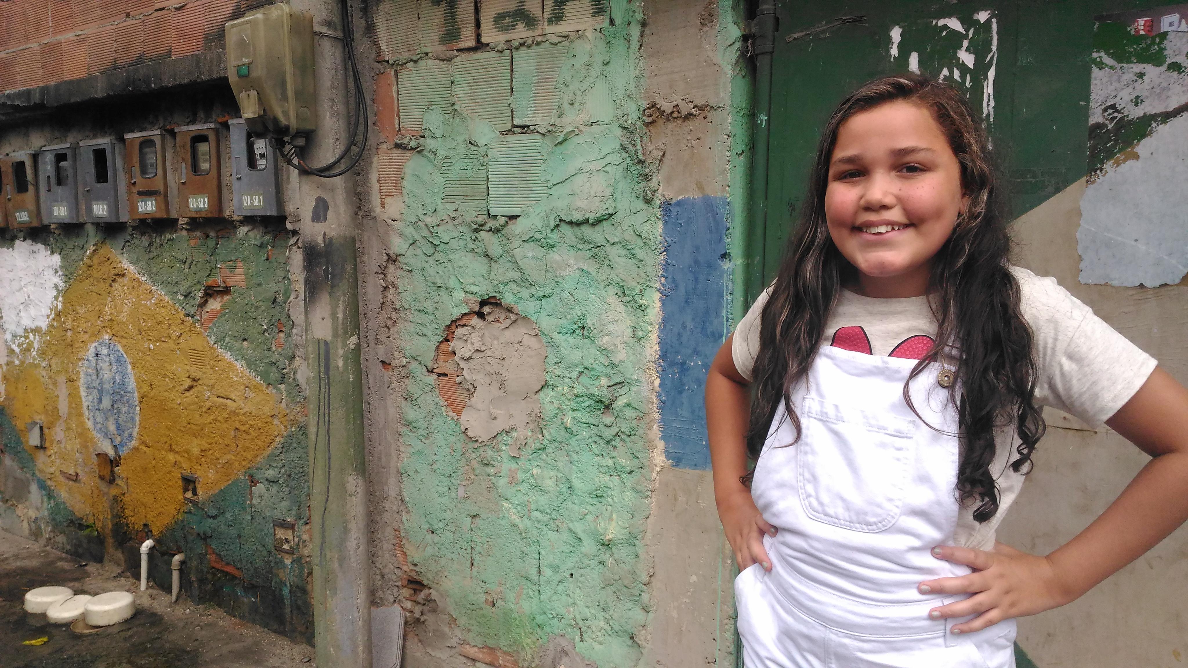 En una favela de Río vive una niña con fe a prueba de balas
