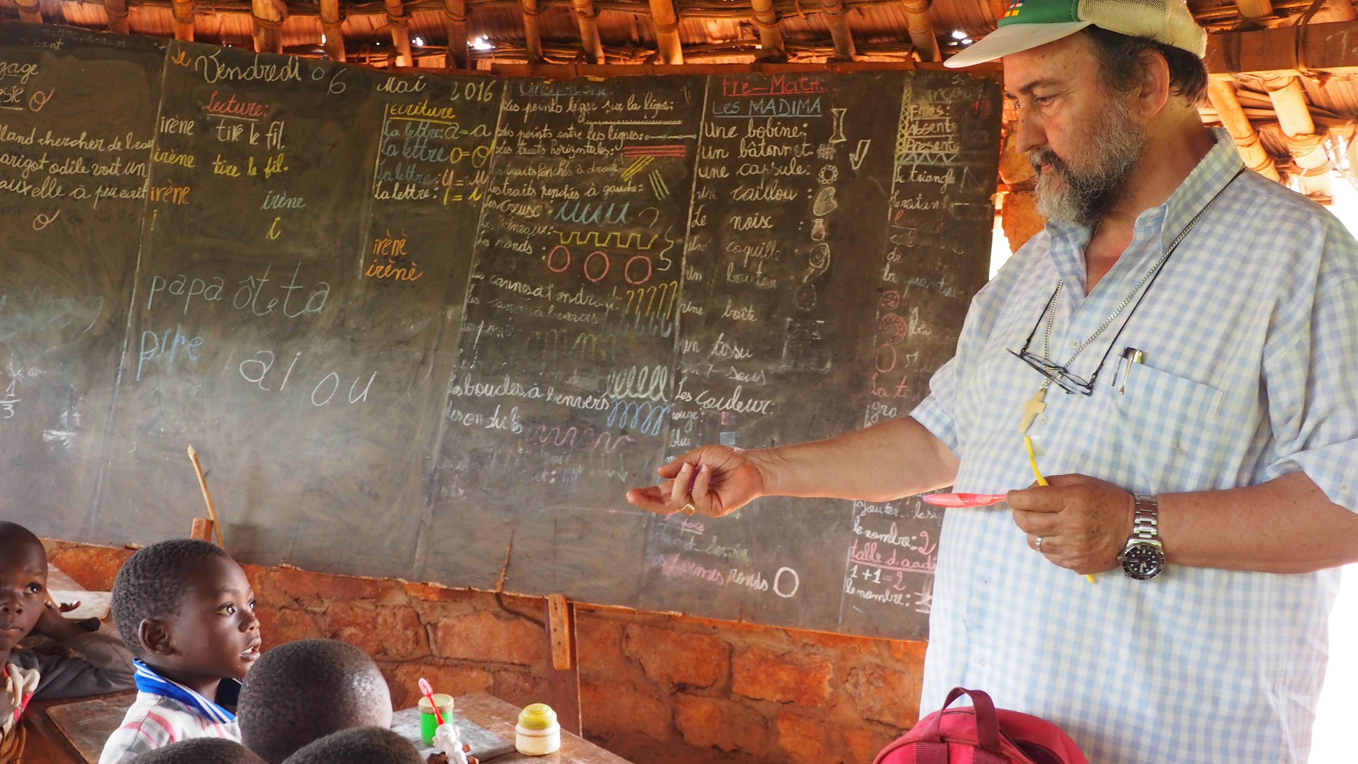 Una misión del obispo de la diócesis de Bangassou: reabrir escuelas quemadas
