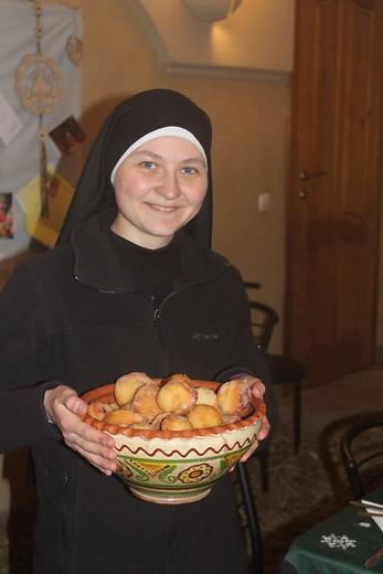 Proyecto: 16 jóvenes novicias se preparan para ponerse al servicio de Dios en Ucrania