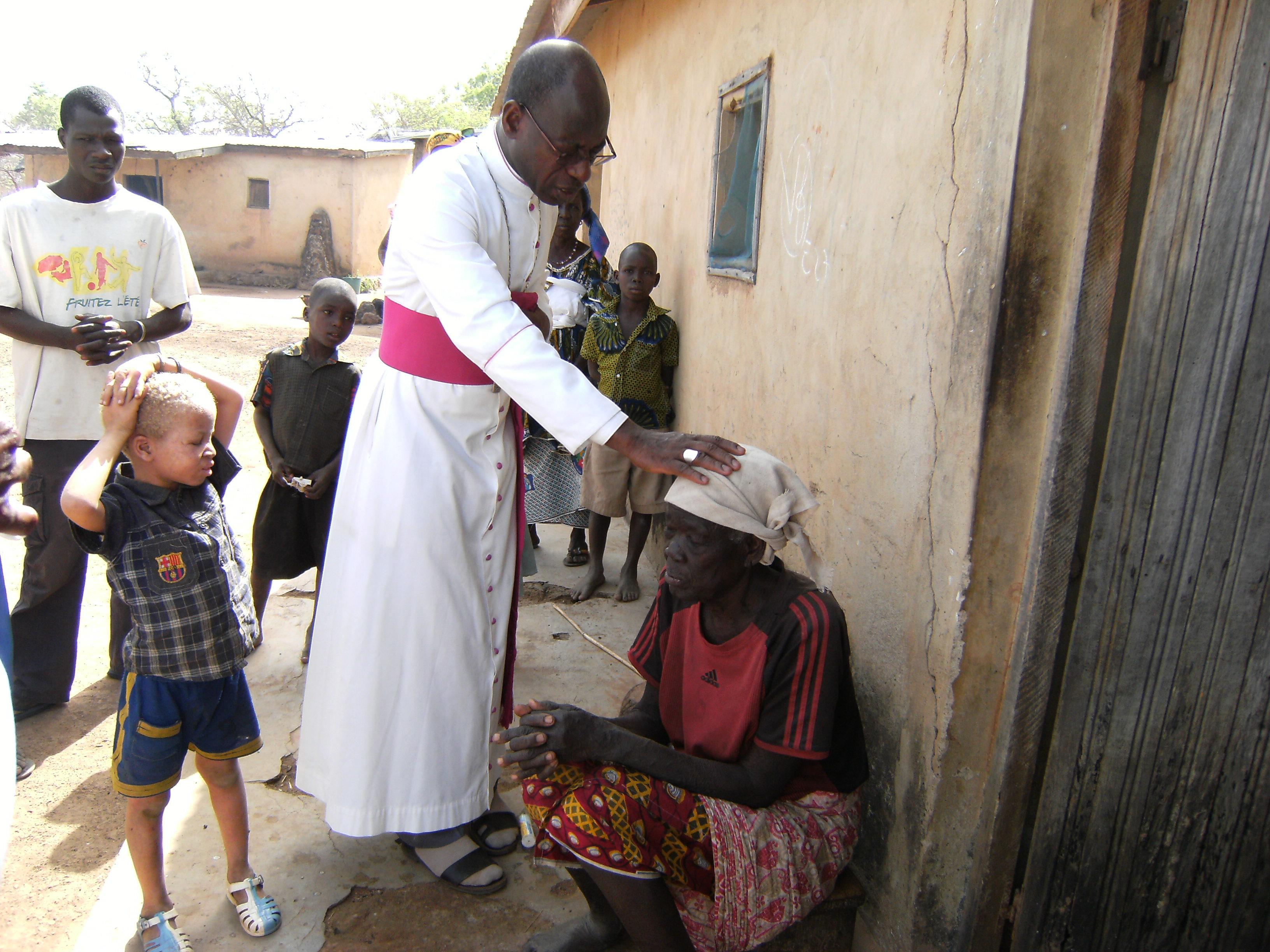 Buenas iglesias y buenos sacerdotes necesidades en Costa de Marfil