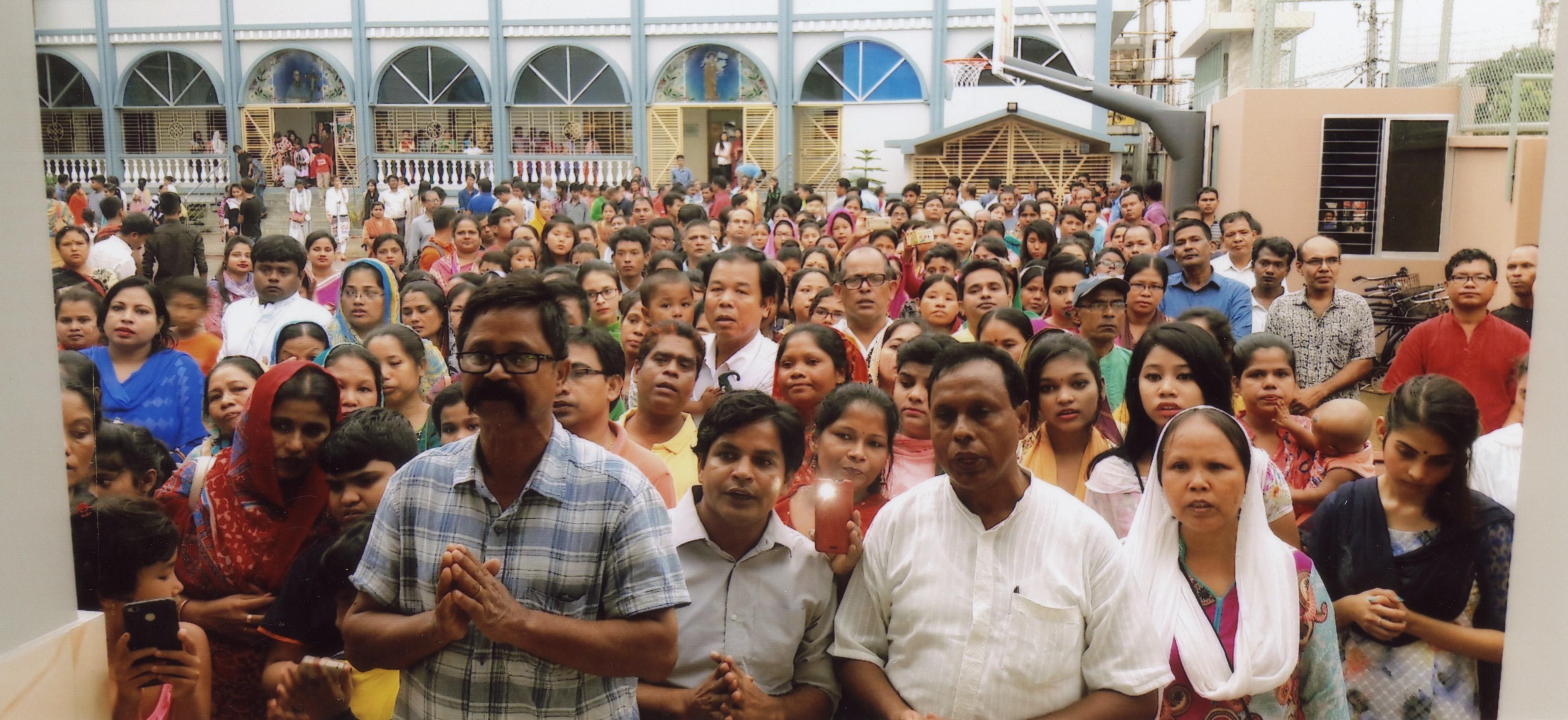 Una iglesia nueva con centro parroquial alegra a los creyentes de Bangladesh