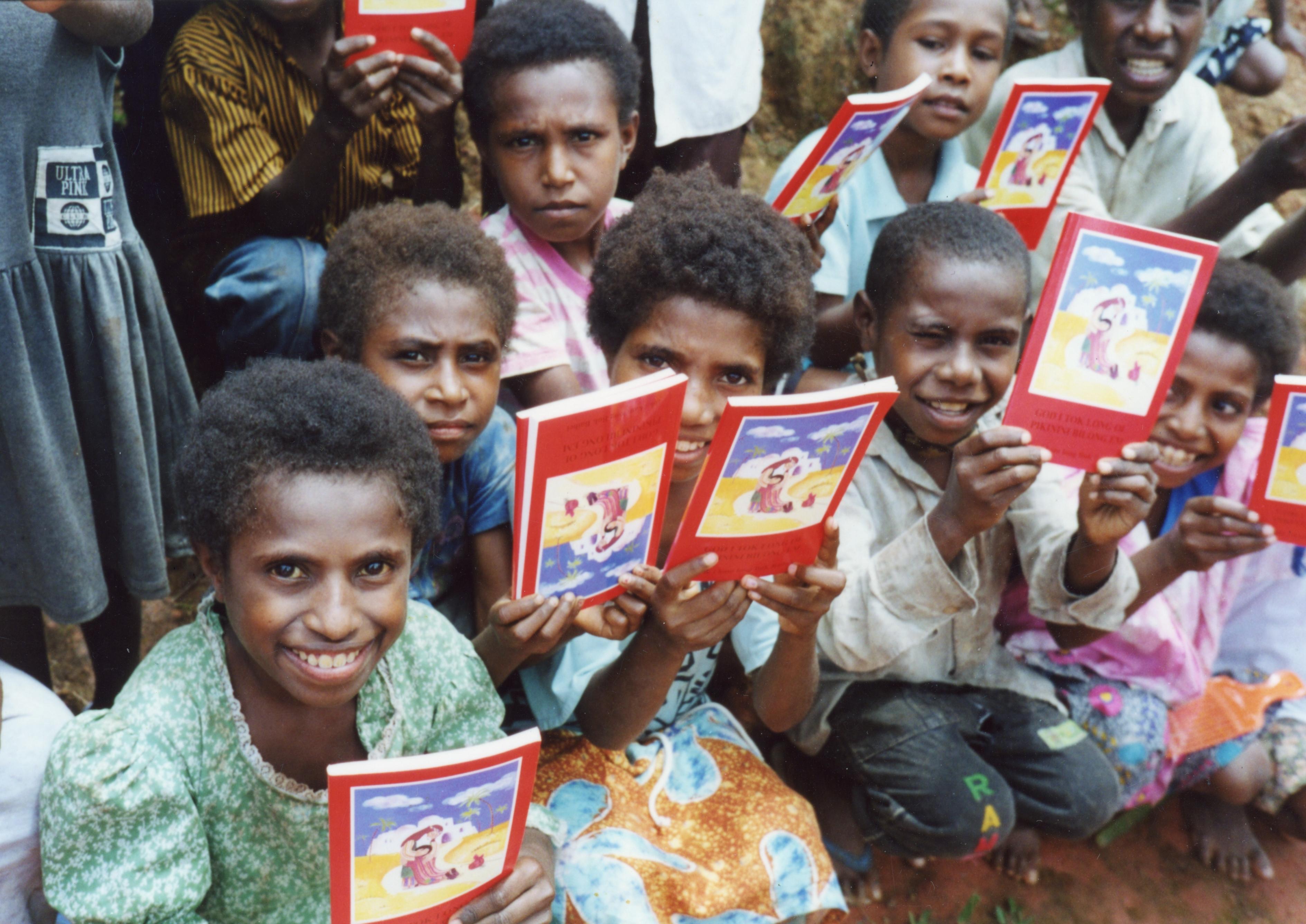 La Biblia del Niño, un best seller mundial de ACN, celebra su 40 aniversario