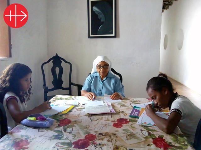 Ayuda al sustento para 12 religiosas ancianas y enfermas
